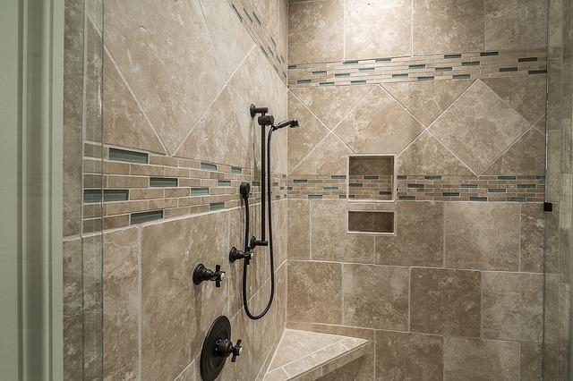 איך בוחרים מקלחון זכוכית?