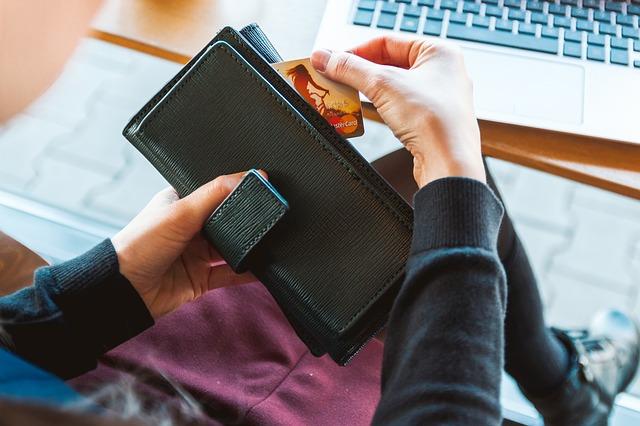 5 דרכים לתשלום חשבונות הבית