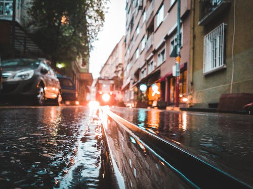 נזקי הצפה – מי משלם לכם על זה?
